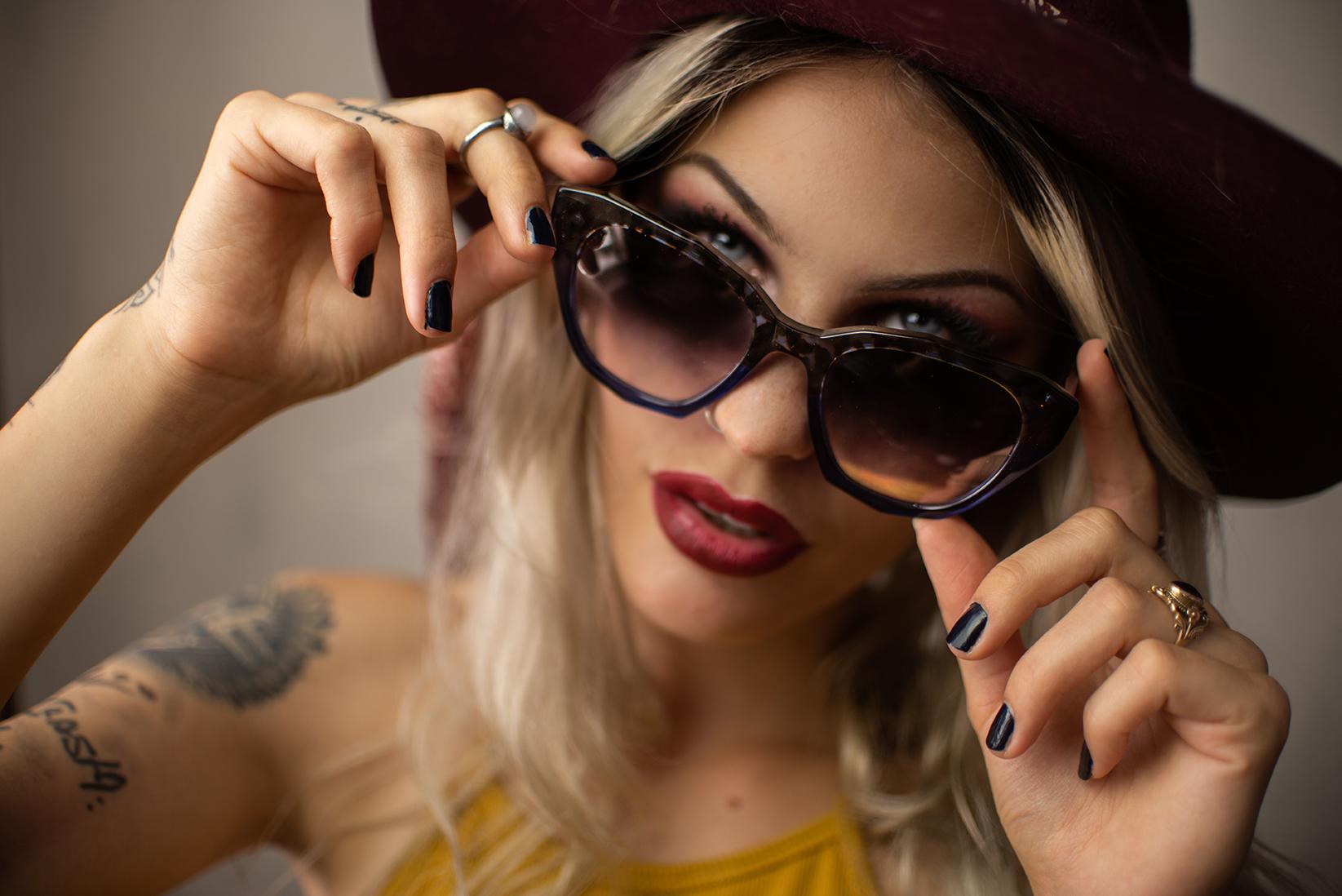 woman wearing akenberg sunglasses and hat